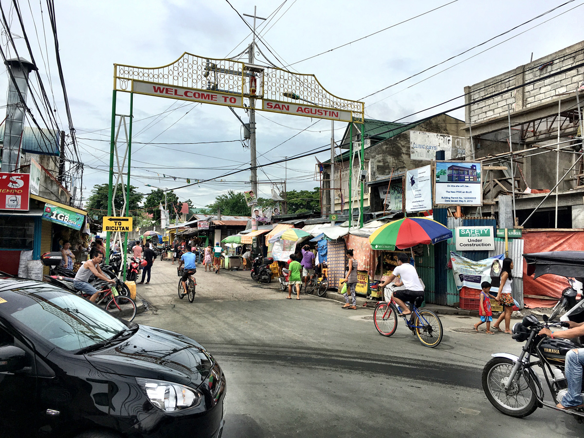 Busy streets of the Paranaque neighbourhood.